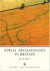 Aerial Archaeology in Britain, 2009, 64 p.